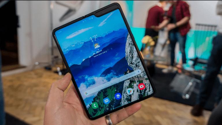 Мы проверяем Galaxy Fold - складной смартфон от Samsung
