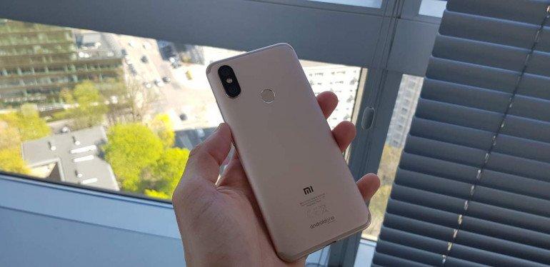 Xiaomi Mi A2 - средний тест с Android One