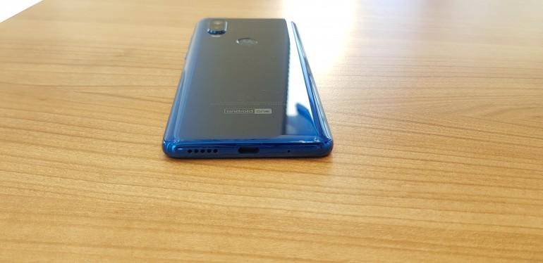 Motorola One Vision - средний тест с Android One и экраном 21: 9
