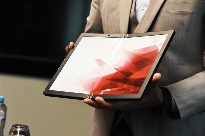 Lenovo представляет первый сложенный компьютер ThinkPad