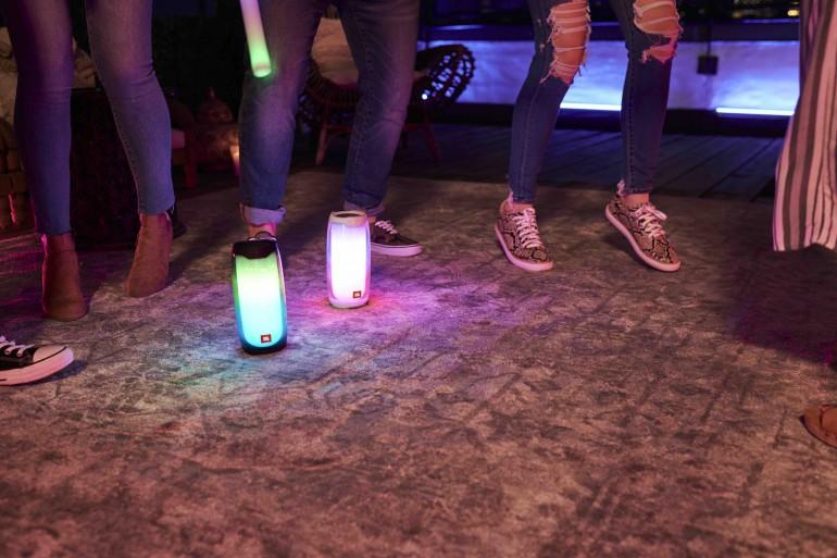 JBL Pulse 4 - динамик с световым шоу на 360 градусов